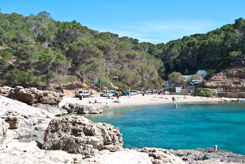 Descubrir Ibiza a bordo de un catamarán